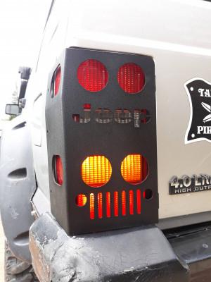 Kit de protections de feux arrière en acier (gauche et droit) Jeep Cherokee XJ phase 1 (1984 à 1996)