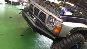 Pare chocs avant acier avec porte treuil et protection (modèle 5C) de marque Rock Army pour Nissan Patrol Y60